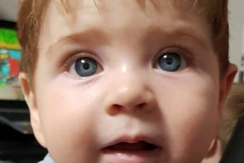 Călin-Mihai are zece luni și-un pic. Să-i dăruim o viață întreagă!